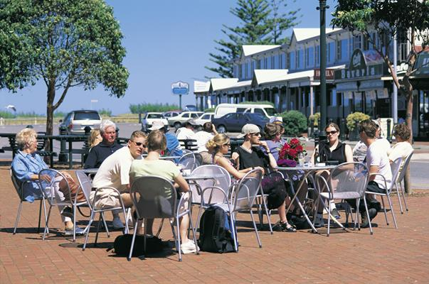 Alfresco Dining: a great place to visit in Victor Harbor.  Image © SATC; Barry Skipsey. This photo sponsored by Bed and Breakfast Accommodation Category.