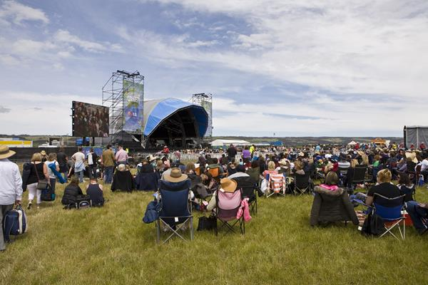 A Day on the Green;  Crowd: a great place to visit in Victor Harbor.  Image © SATC;  Alex Makeyev. This photo sponsored by Transcription Services Category.